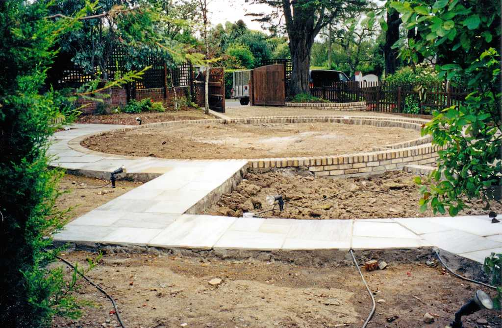 18a-landscape-patio-paving-brick-garden-wall-landscapers-landscaping-company-landscape-gardener-foundations-groundworks-design-kent-before 18
