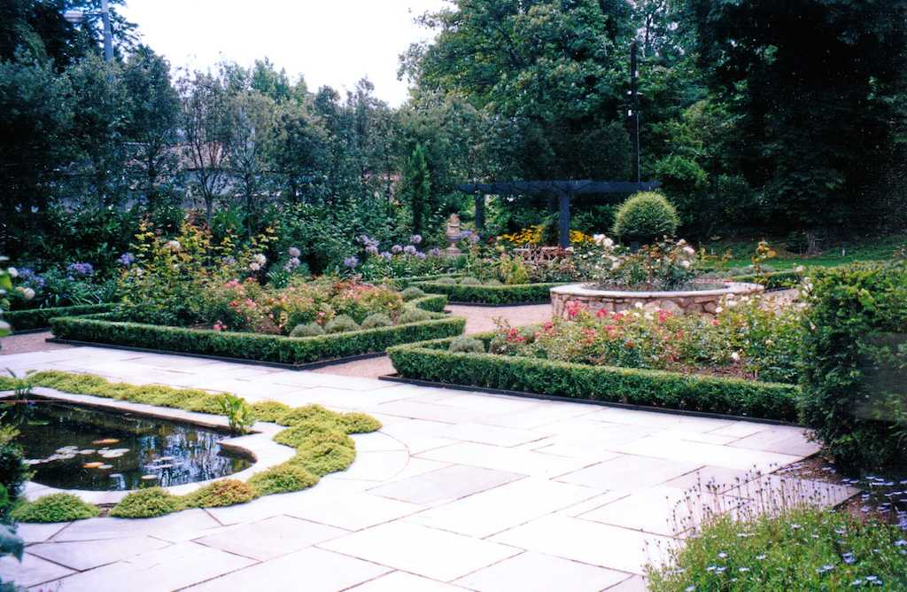 12-water-feature-pond-italian-garden-paving-patio-natural-stone-wall-indian-sandstone-raised-beds-planting-flower-box-hedging-pergola-design-landscaping-company-landscape-gardener-kent