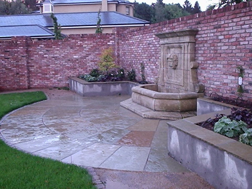 landscaping-company-landscape-gardener-grass-lawn-water-feature-brick-landscapers-wall-capping-garden-planting-plastered-walls-turf-design-surrey