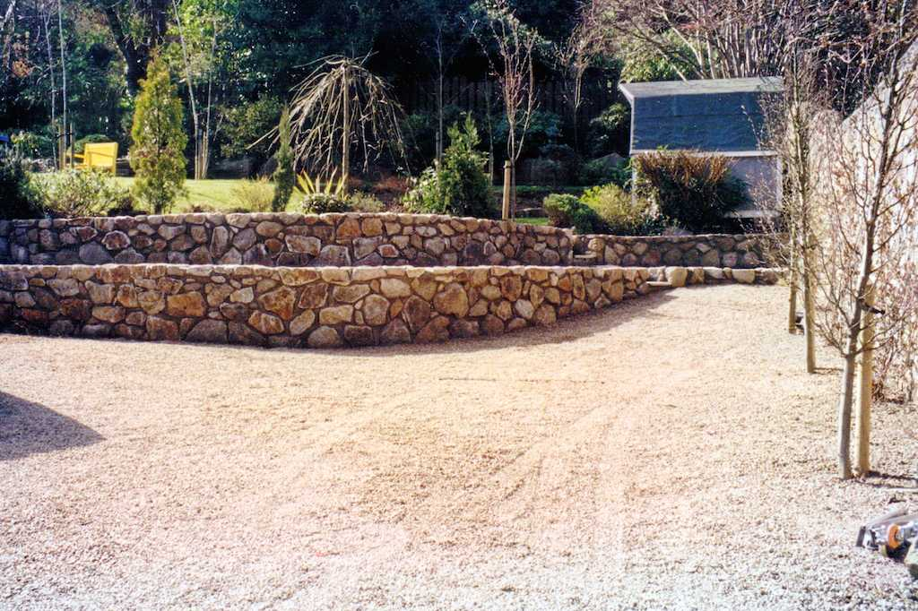 4-natural-stone-wall-raised-beds-terracing-planting-trees-flower-garden-design-gravel-landscaper-driveway-pebble-front-design-landscaping-company-landscape-gardener-surrey