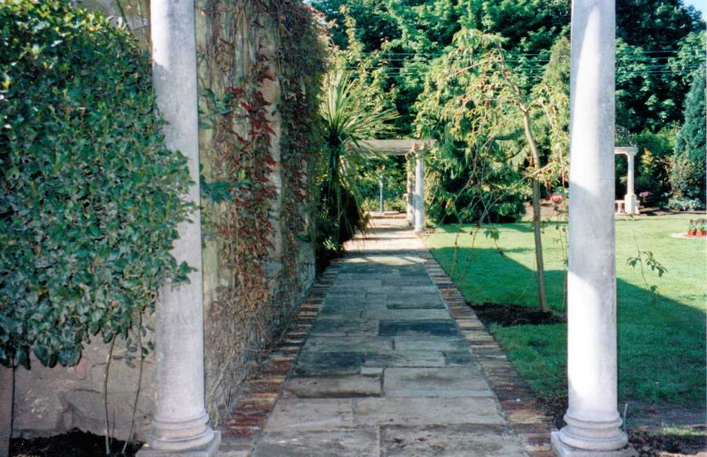 11-garden-feature-pergola-stone-paving-patio-natural-stone-indian-sandstone-grass-drainage-turf-lawn-landscapers-planting-climbers-brick-edge-mowing-landscaping-company-landscape-gardener-kent
