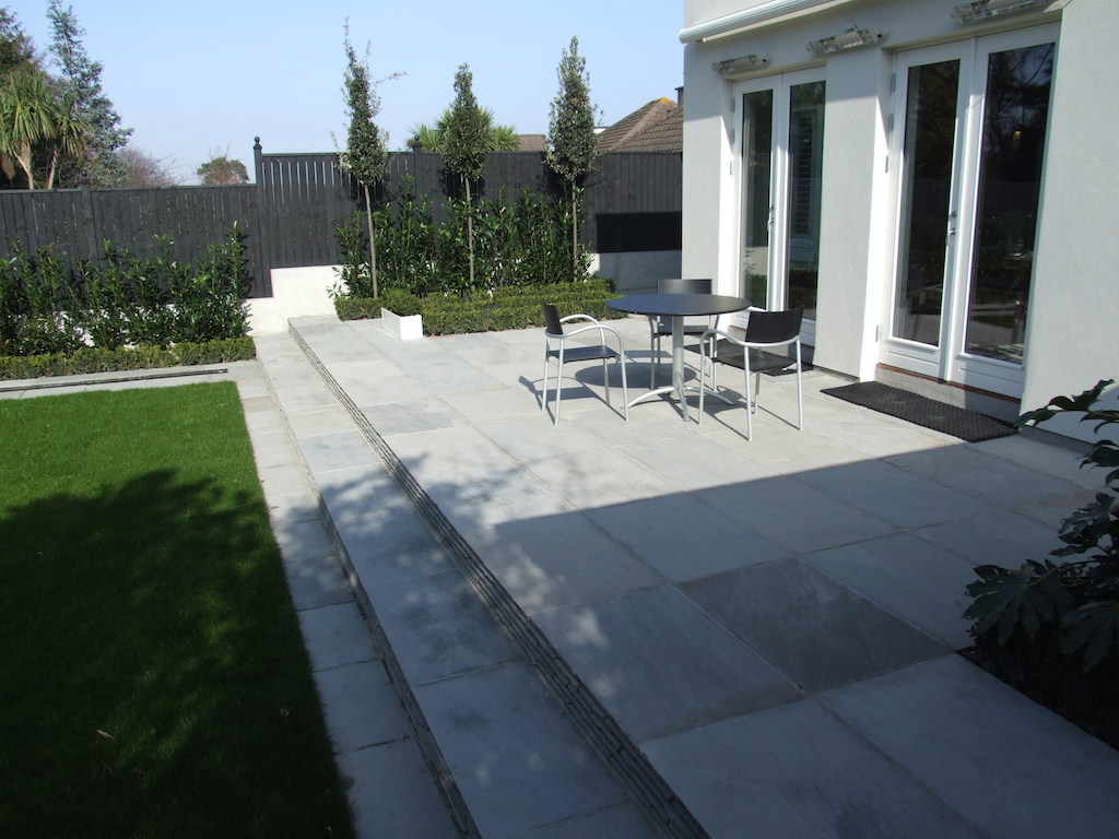 2-paving-patio-natural-stone-garden-feature-steps-planting-landscaper-grass-lawn-turf-timber-fencing-trees-modern-contemporary-landscaping-company-landscape-gardener-design-west-sussex