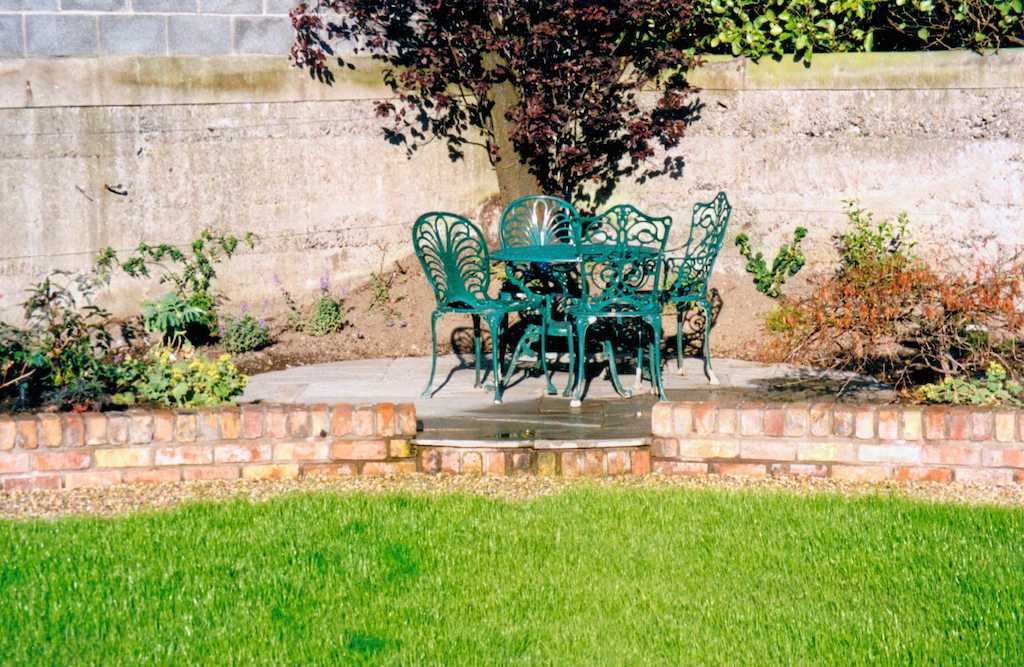 garden-feature-paving-patio-natural-stone-brick-wall-step-lawn-grass-turf-planting-landscapers-landscaping-company-landscape-gardener-south-london