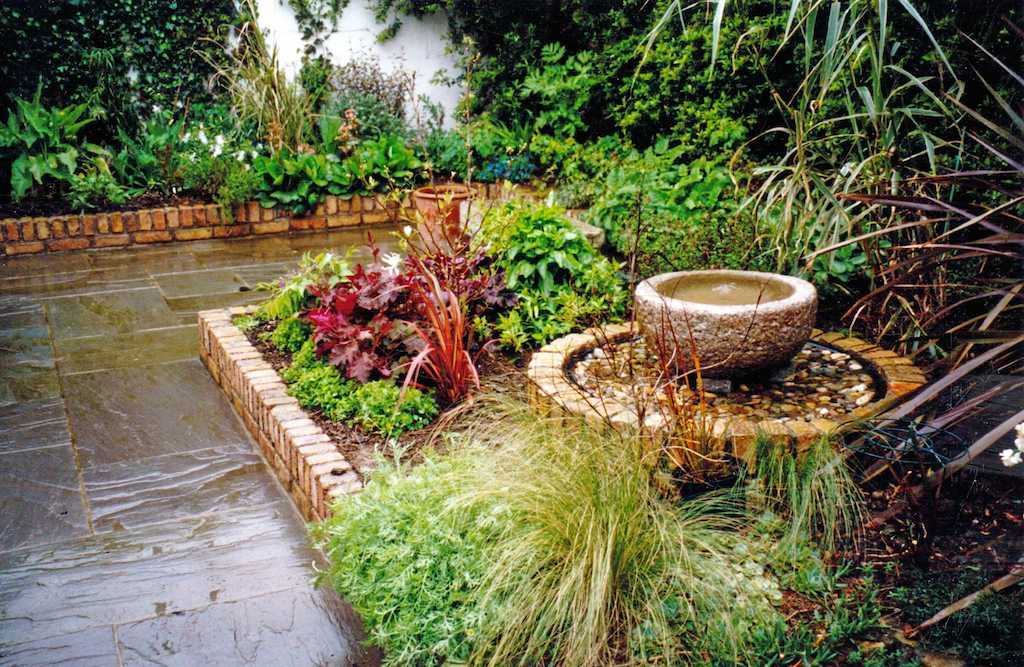 water-feature-garden-patio-paving-natural-stone-brick-wall-capping-raised-beds-flower-design-landscaper-landscaping-company-landscape-gardener-plantingdesign-kent-