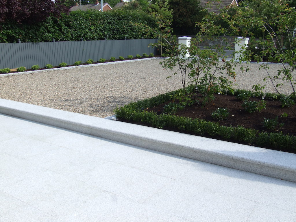 driveway-gravel-pebble-granite-kerbs-paving-patio-planting-box-hedging-timber-fence-landscapers-garden-painted-landscaping-company-landscape-gardener-east-sussex