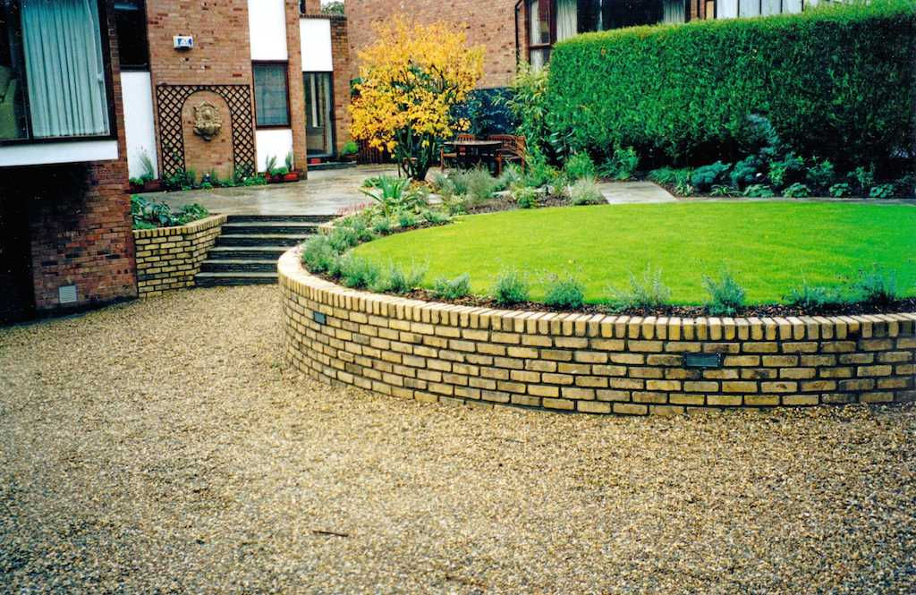 landscape-patio-paving-brick-garden-wall-lighting-lawn-planting-gravel-driveway-pebble-landscapers-landscape-gardener-landscaping-company-design-kent
