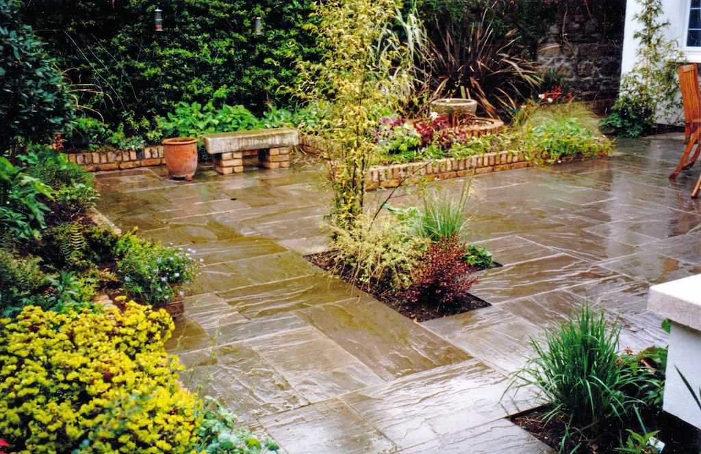 paving-patio-natural-stone-indian-sandstone-landscaper-planting-flower-beds-gaarden-feature-water-landscaping-company-landscape-gardener-design