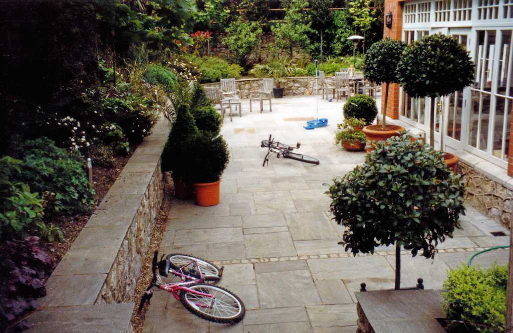 paving-patio-natural-stone-indian-sandstone-wall-landscaper-capping-raised-beds-flower-planting-garden-design-landscaping-company-landscape-gardener-kent