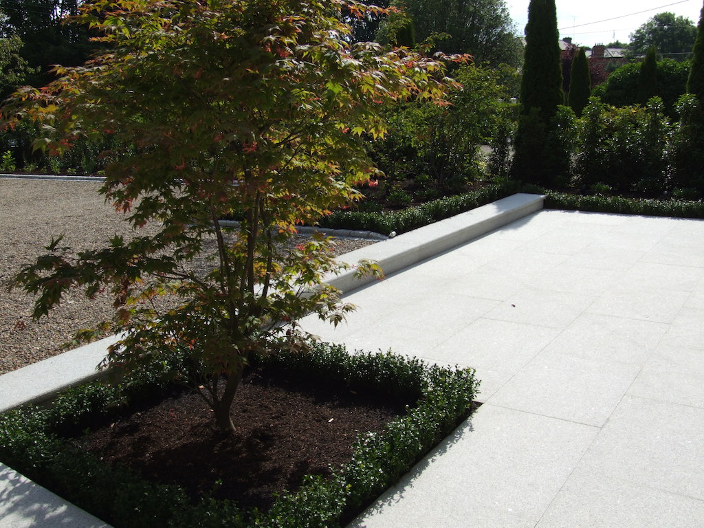 paving-patio-pathway-garden-path-granite-box-hedging-trees-planting-landscaper-landscaping-company-landscape-gardener-design-west-sussex