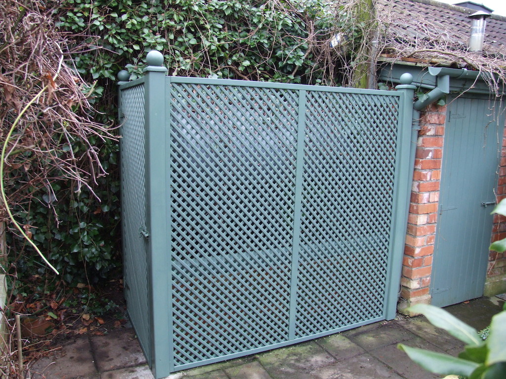 8-trellis-painted-privacy-screening-utlilty-landscaper-landscaping-company-landscape-gardener-garden-design-kent