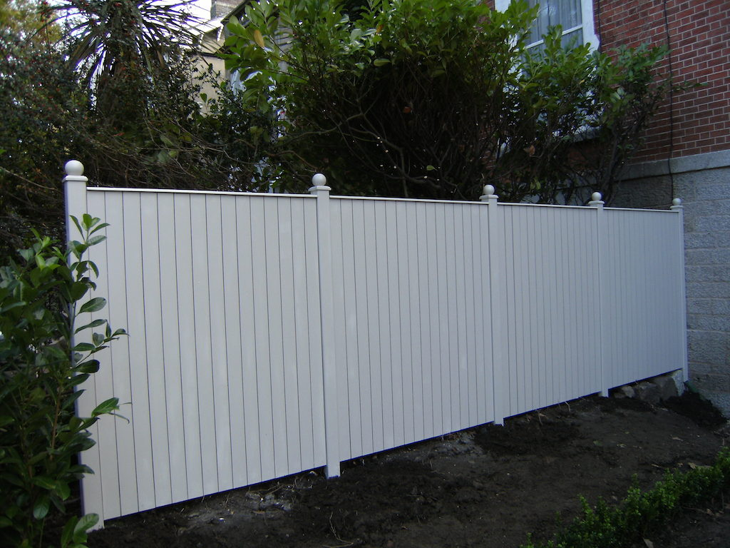 landscaping-company-landsape-gardener-fencing-timber-landscapers-painted-fence-garden-feature-create-privacy-screening-design-west-sussex