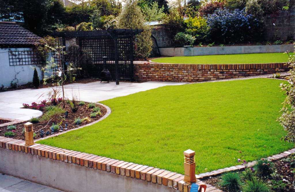 landscape-patio-paving-brick-garden-wall-pergola-timber-feature-painted-trellis-lawn-turf-grass-lighting-landscapers-planting-landscaping-company-landscape-gardener-design-kent