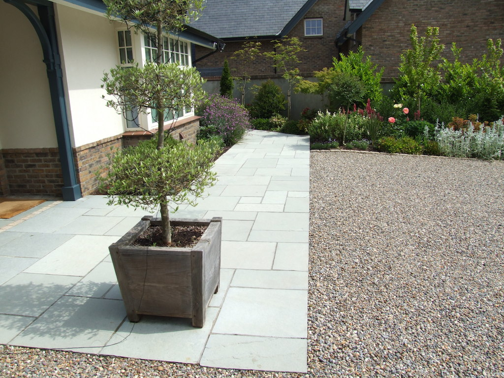 Low maintenance gardens serenity landscaping kent for Paving stone garden designs