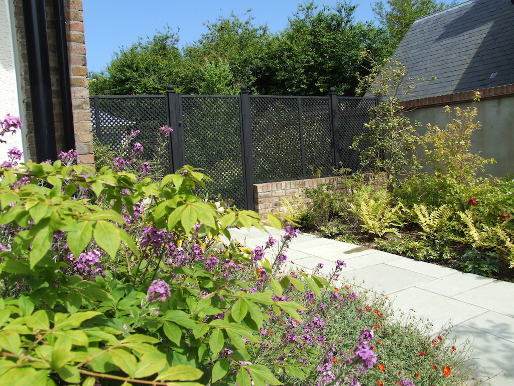 1-garden-gate-timber-trellis-painted-brick-wall-capping-plastered-landscapers-paving-natural-stone-patio-planting-colour-feature-landscaping-company-landscape-gardener-design-east-sussex