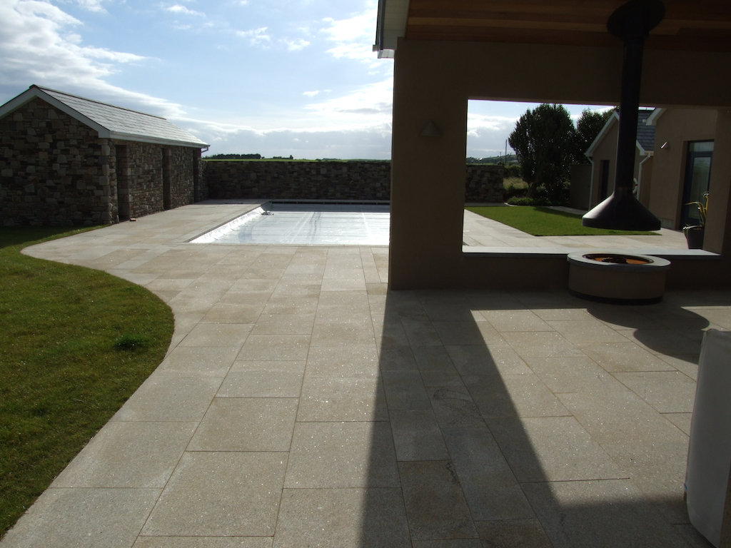 2-paving-granite-lawn-turf-garden-feature-landscaper-stonewall-summer-house-garden-outdoor-fireplace-landscape-garden-patio-natural-stone-landscaping-company-landscape-gardener-design-kent