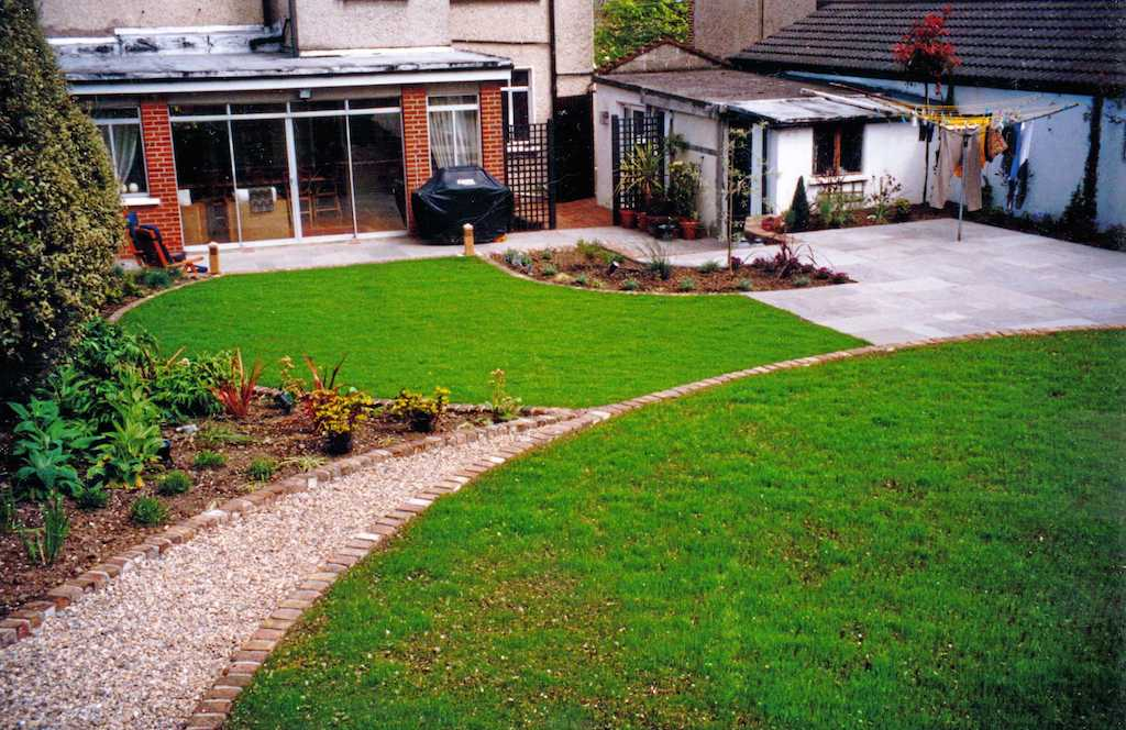back-garden-lawn-grass-manicured-brick-edging-edge-gravel-path-pebble-planting-paving-patio-natural-stone-trellis-timber-painted-raised-bed-landscapers-landscaping-company-landscape-gardener-south-london