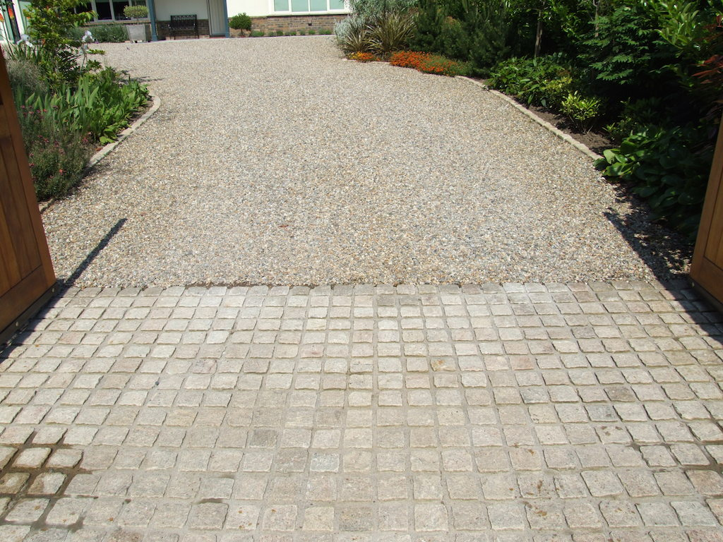 driveway-gravel-cobble-apron-cobbles-edging-granite-setts-planting-apron-landscapers-entrance-landscaping-company-landscape-gardener-garden-east-planting-gravel-pebble-sussex