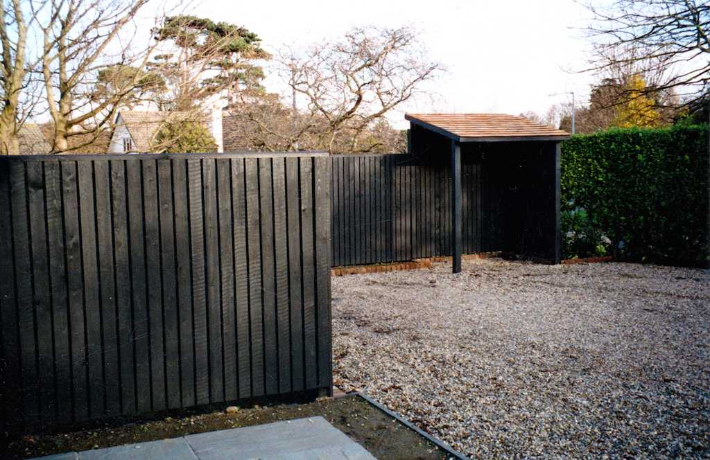 fencing-painted-timber-garden-feature-bycycle-storage-garden-driveway-gravel-landscapers-pebble-front-landscapers-screening-landscaping-company-landscape-company-south-london