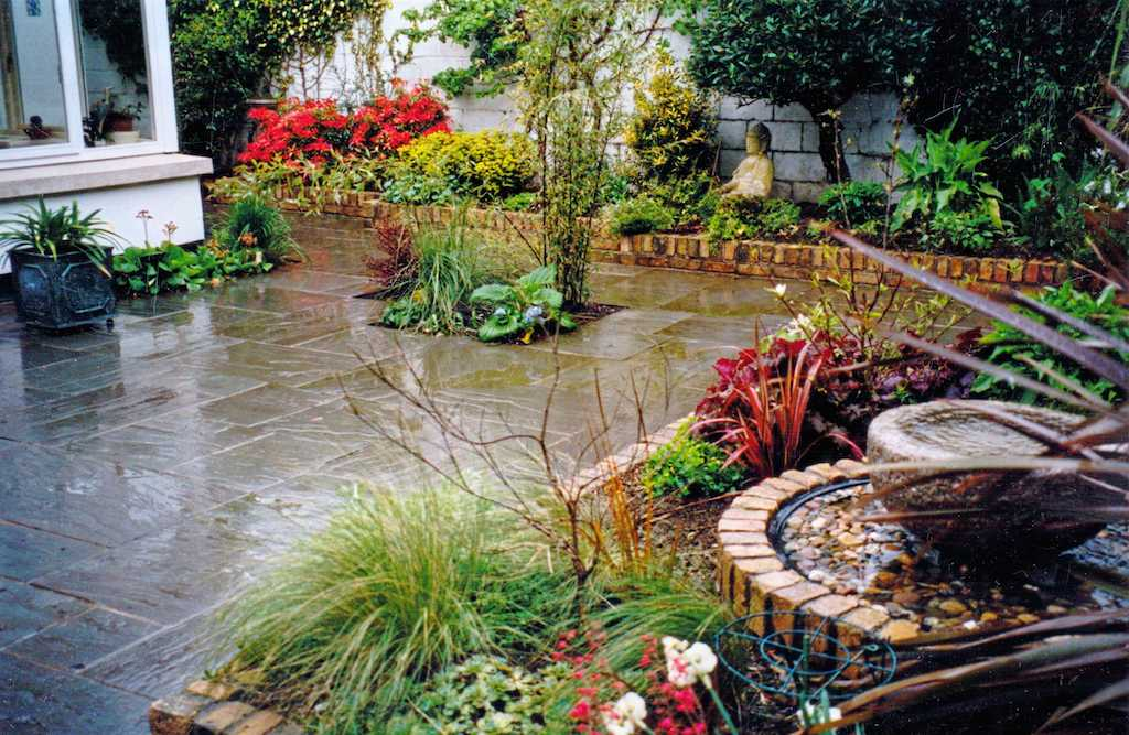 garden-back-paving-patio-natural-stone-indian-sandstone-brick-wall-capping-landscapers-planting-colour-water-feature-landscaping-company-landscape-gardener-kent