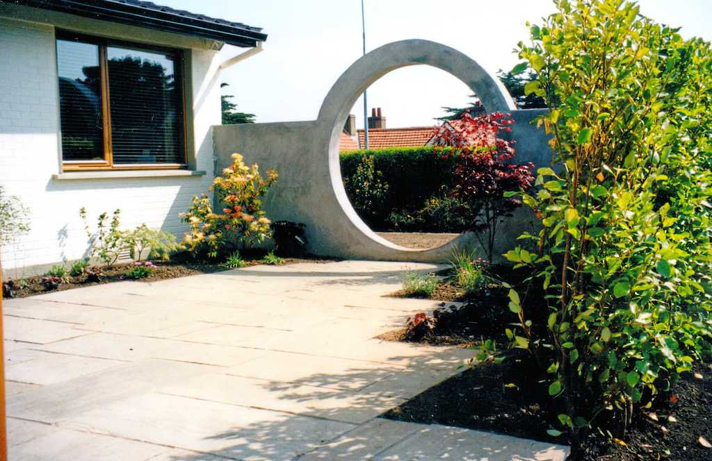 garden-feature-moon-gate-privacy-plastered-wall-paving-patio-natural-stone-landscapers-indian-sandstone-landscaping-company-landscape-gardener-design-kent 6