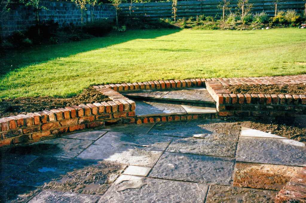 natural-stone-paving-patio-raised-beds-brick-wall-landscaper-edging-grass-garden-landscaping-company-landscape-gardener-design-east-sussex