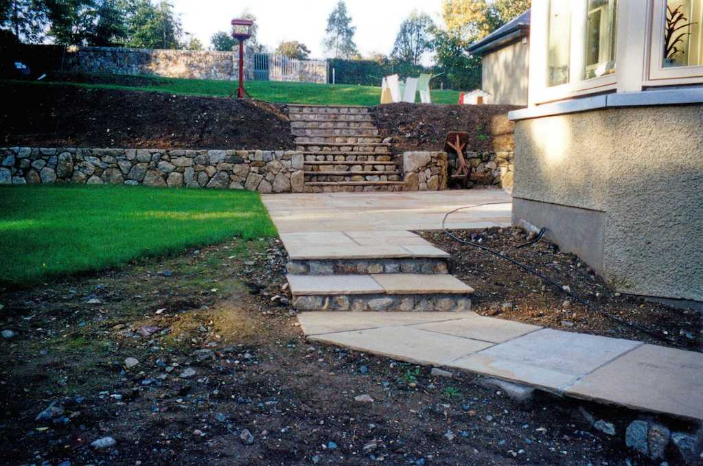 natural-stone-walls-terraced-beds-raised-garden-terracing-paving-landscaper-steps-landscaping-company-landscape-gardener-kent