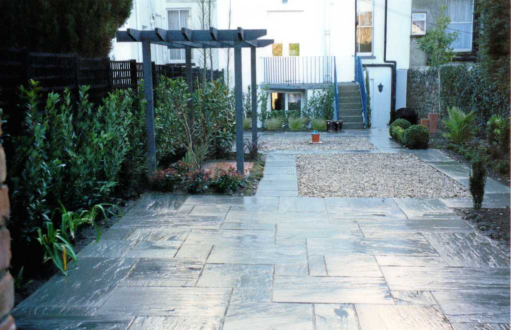 paving-patio-gravel-feature-garden-pebble-timber-pergola-landscaper-trellis-screening-privacy-natural-stone-drainage-landscaping-company-landscape-gardener-design-south-london