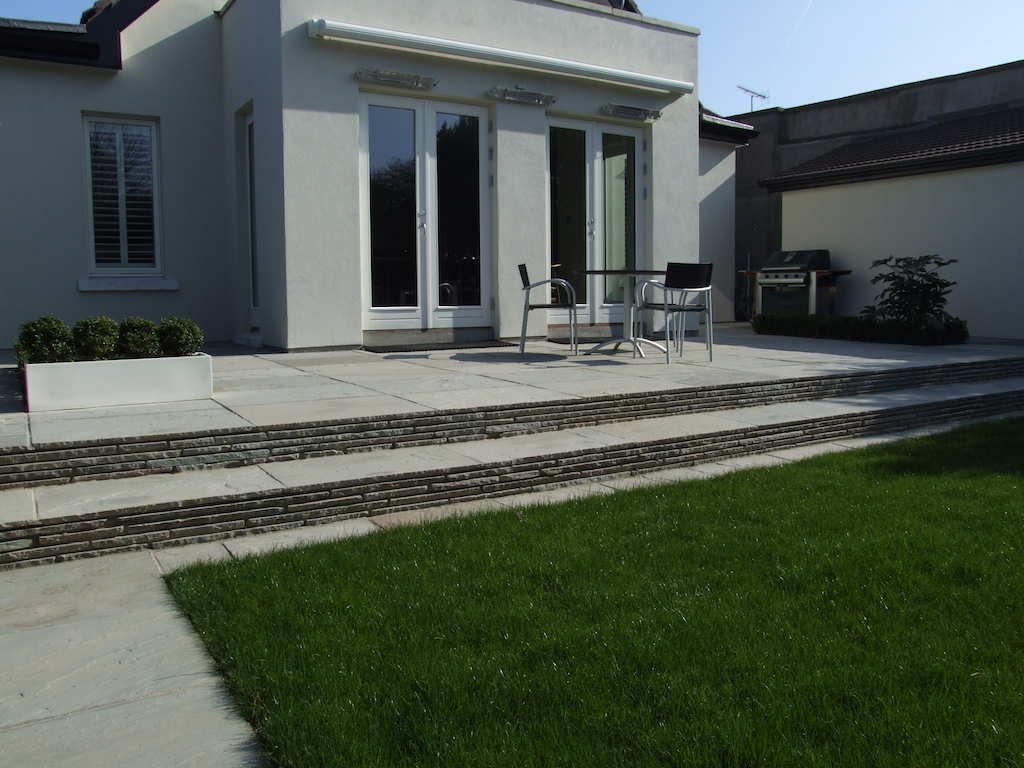 paving-patio-paved-steps-natural-stone-lawn-grass-turf-pathway-drainage-landscaper-planting-garden-feature-landscaping-company-landscape-gardener-garden-design-west-sussex