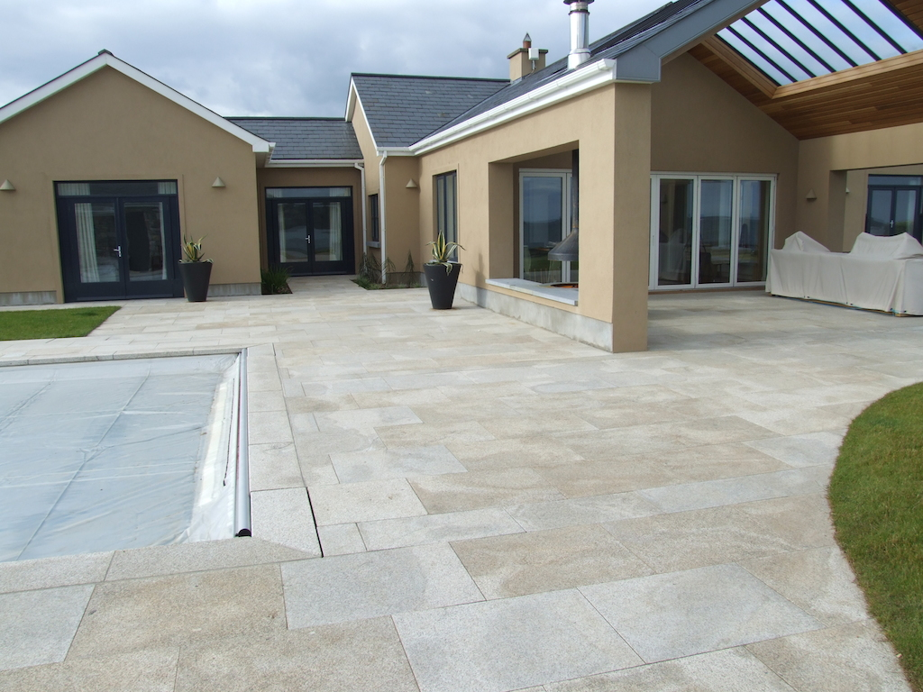 swimming-pool-paving-patio-granite-grass-turf-lawn-landscaper-plastered-walls-rendered-garden-natural-stone-landscape-gardener-landscaping-company-garden-design-kent-