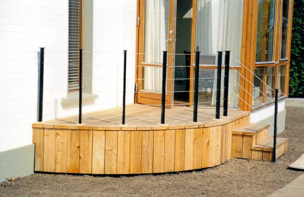 timber-decking-deck-balustrade-hand-rail-landscaper-modern-garden-landscape-gardener-landscaping-company-south-london