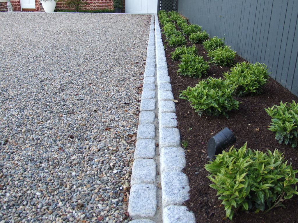 timber-fencing-painted-cobble-edging-granite-landscaper-setts-driveway-gravel-pebble-landscaping-company-landscape-gardener-front-garden-design-east-sussex