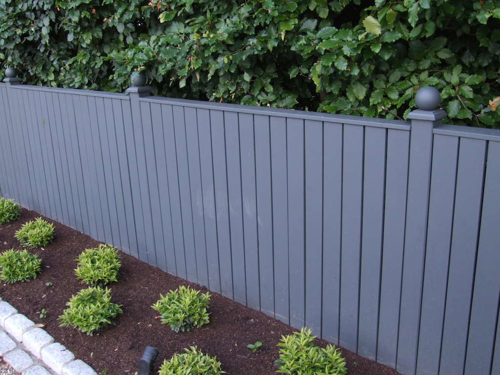 timber-fencing-painted-landscaper-landscaping-company-landscape-gardener-planting-garden-design-east-sussex