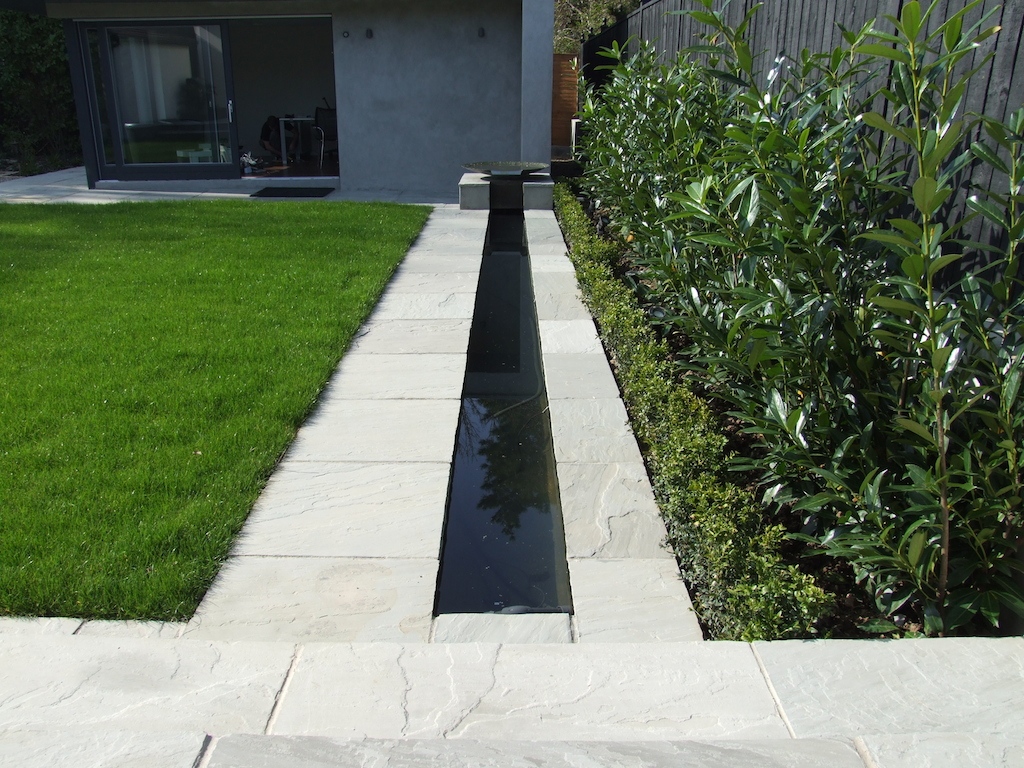 water-feature-paving-planting-timber-fencing-landscaper-box-hedging-natural-stone-lawn-grass-turf-modern-garden-contemporary-design-west-sussex-after 8